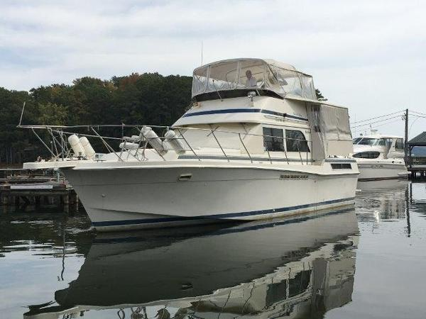 Chris-Craft 426 Catalina Profile