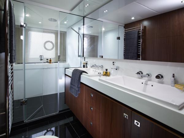 Princess Flybridge 72 Motor Yacht Owner's Bathroom