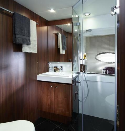 Princess Flybridge 72 Motor Yacht Starboard Bathroom