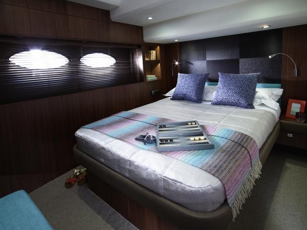 Princess Flybridge 72 Motor Yacht Starboard Guest Cabin