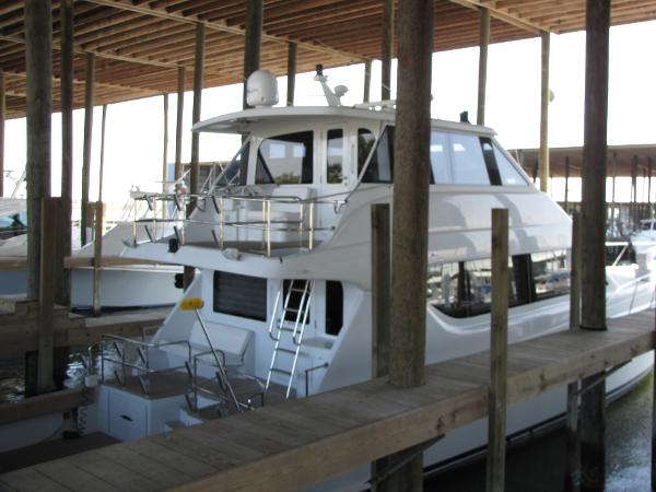 Hatteras 70 Convertible EB