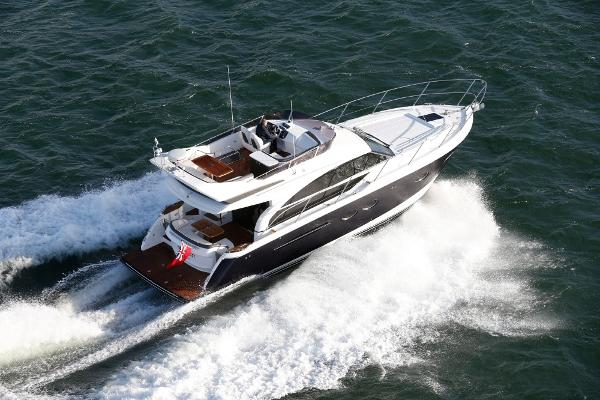 Princess Flybridge 43 Motor Yacht Stern