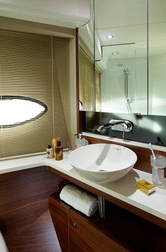 Princess Flybridge 43 Motor Yacht Owners Bathroom