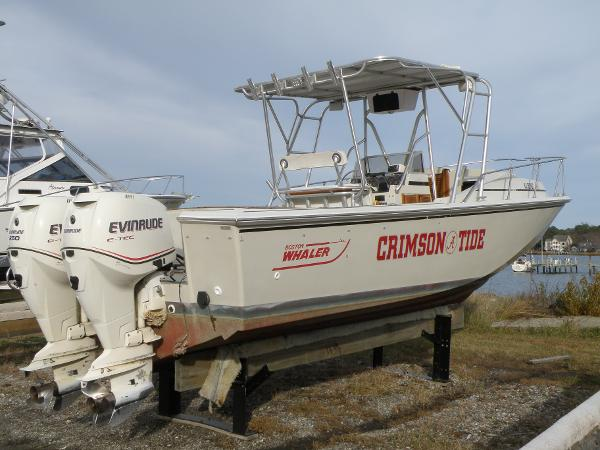 Boston Whaler 27 CC Forward Cuddy