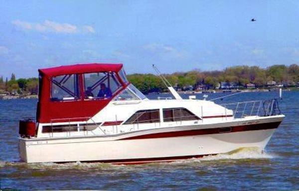 Chris-Craft 350 Catalina Cruising