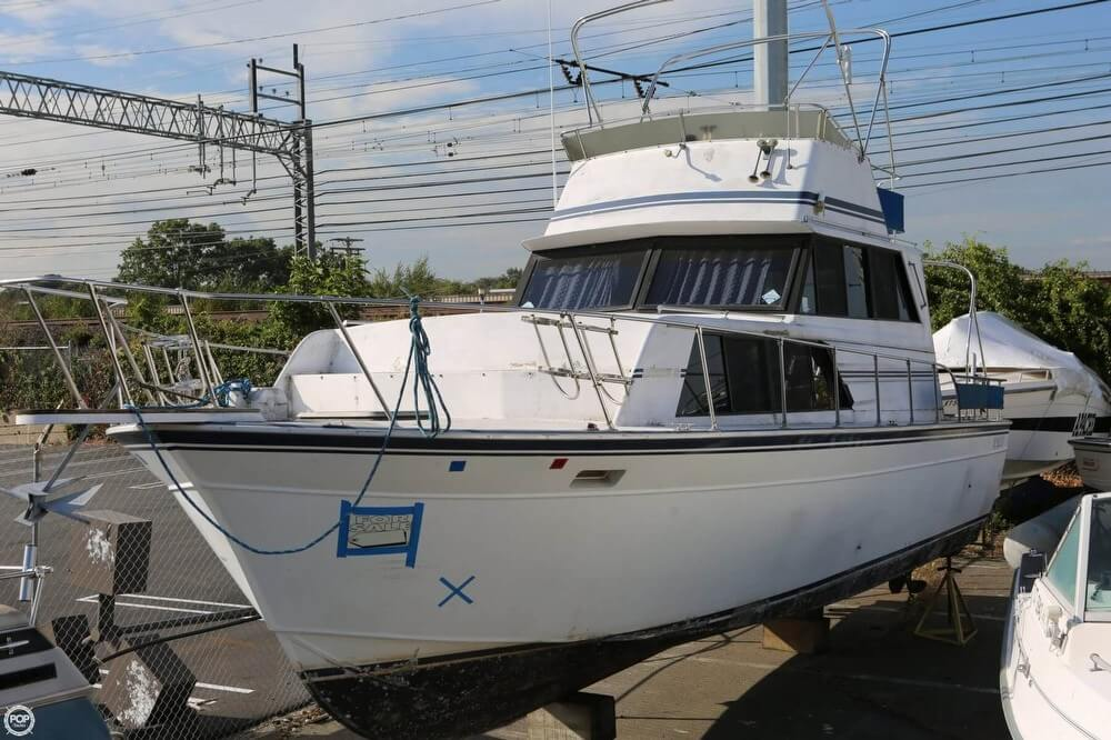 Marinette 32 Fly Bridge Sedan Cruiser 1989 Marinette 32 Fly Bridge Sedan Cruiser for sale in Stratford, CT