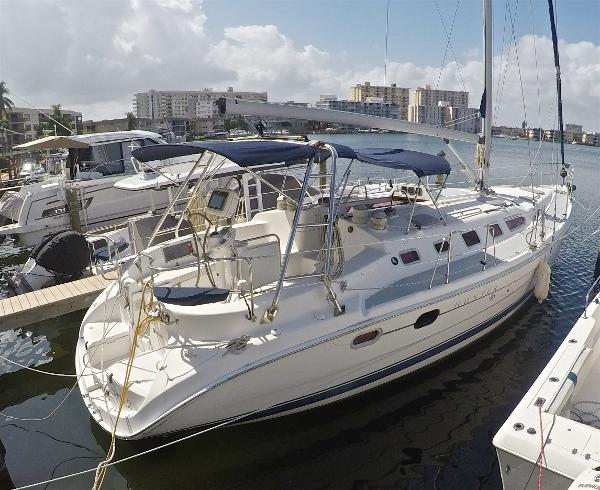Hunter 466 LE Starboard View
