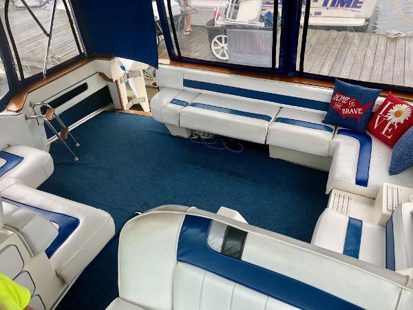 Sea Ray 390 Express Cruiser