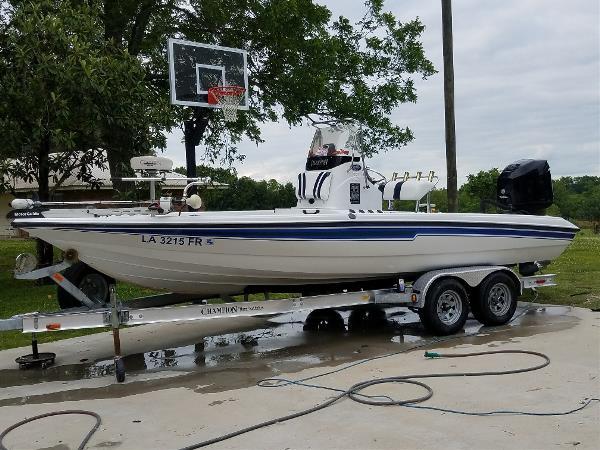 Champion Boats 220 Bay