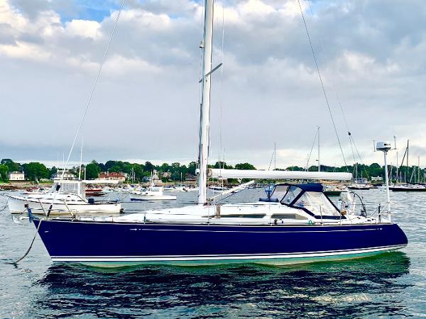 C&C 121 Port Profile