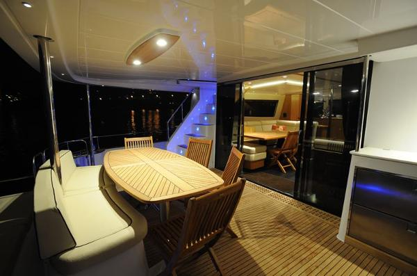 Fountaine Pajot Queensland 55 Cockpit