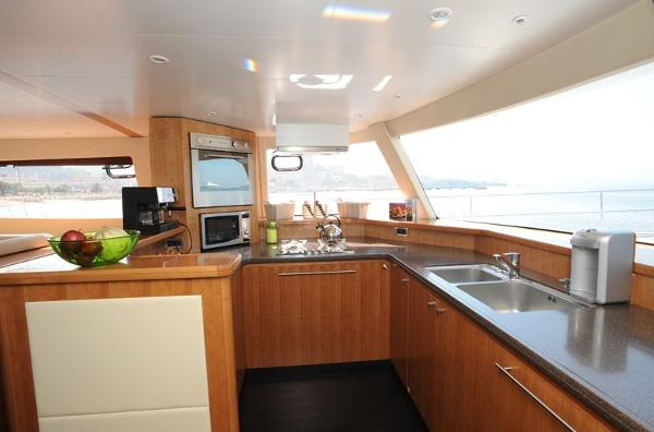 Fountaine Pajot Queensland 55 Galley