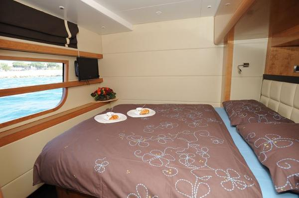 Fountaine Pajot Queensland 55 Cabin