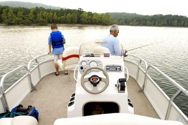 Sun Tracker BASS BUGGY 18 Signature Series Manufacturer Provided Image: The console is strategically located so that you can easily move, and fish, around the whole perimeter of the boat.