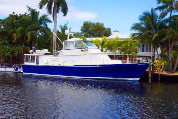 Lee Wilbur Cruiser Motor Yacht Starboard View