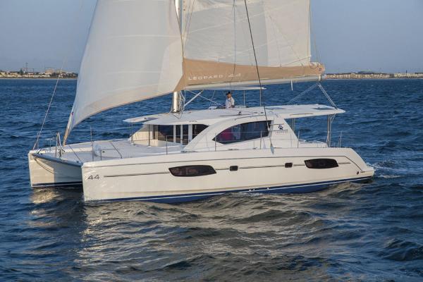 Robertson & Caine Leopard 44 Sailing catamaran