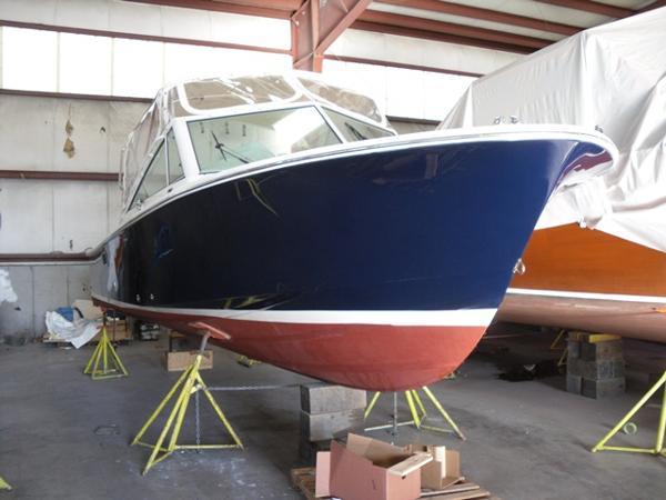 Hunt Yachts Harrier 25 Classic Hunt deep-V hull design