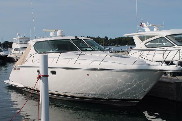 Tiara 4300 Sovran Starboard Hull Side