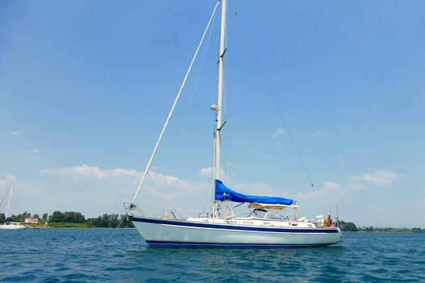 Hallberg-Rassy 46 At anchor