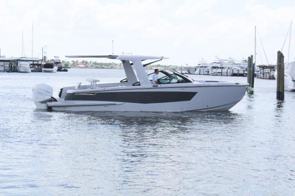 Aviara AV32 Outboard