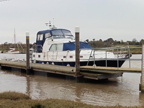 Humber 35 Flybridge. At rest