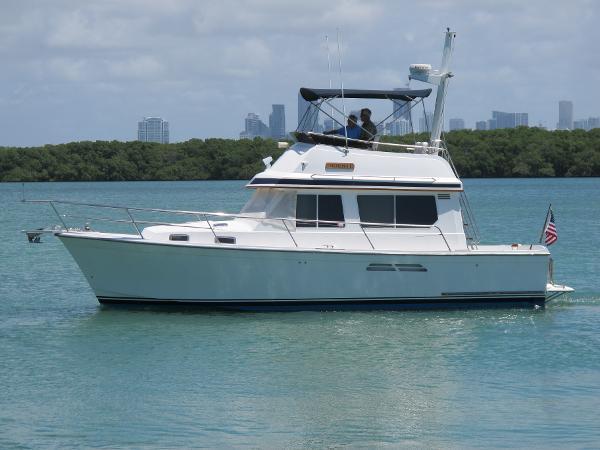 Sabreline 34 Sedan Crusier Port Profile