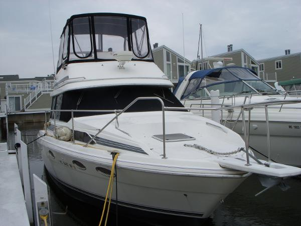 Bayliner 3486 Trophy Port Bow