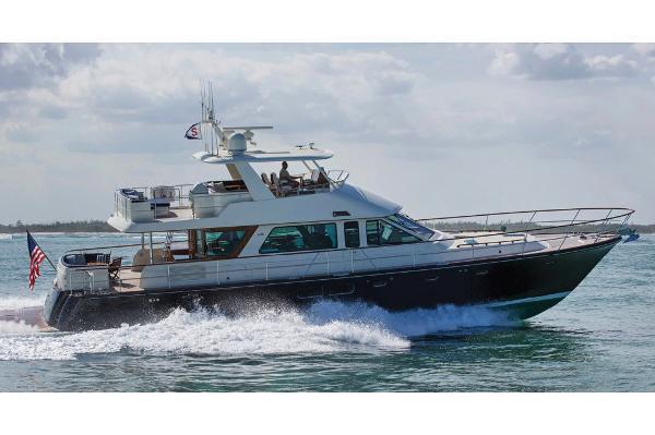 Hunt Yachts 72