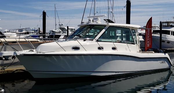 Boston Whaler 345 Conquest Pilothouse 01_2016 Boston Whaler 345PH_Side Profile