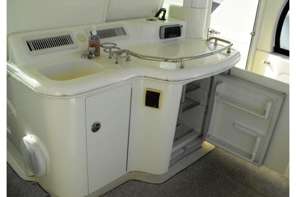 Cockpit Air Conditioning, Fridge, Wet Bar