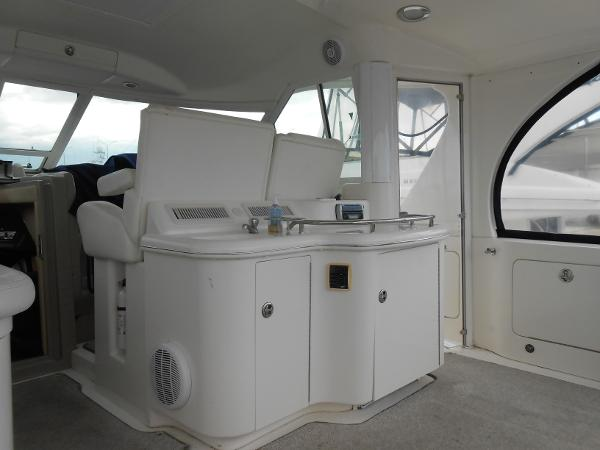 Cockpit with Wet Bar, Stereo with Subwoofer