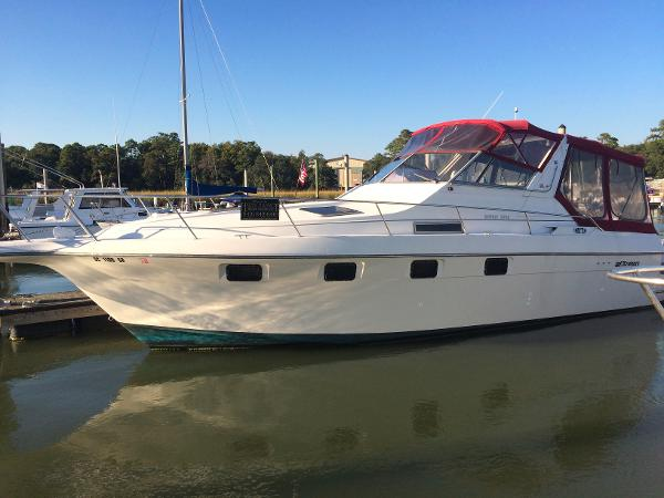 Cruisers Yachts Esprit 3370 Express (Outstanding Condition!)