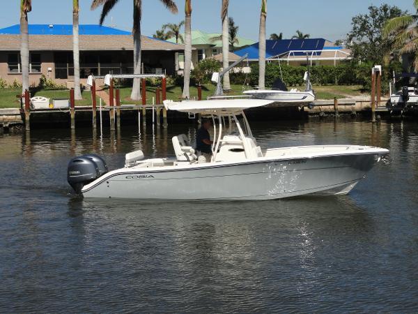 Cobia 261 CC Profile - Kingston (Light) Grey Hull
