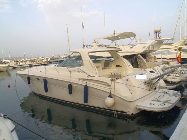 Sea Ray 555 Sea Ray 555 - On her berth