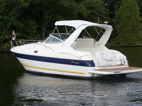 Cruisers Yachts 320 Express