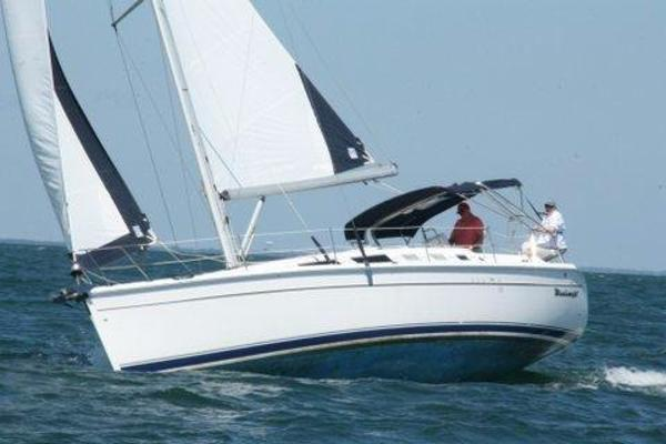 Hunter 38 Under Sail