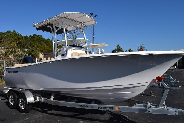 Sportsman Heritage 211 Center Console
