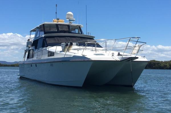 Ocean Trek 528 Flybridge Cat