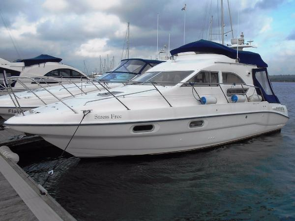 Sealine F33 Flybridge Sealine F33