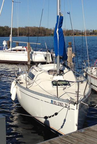 Beneteau First 235 Starboard bow in the water