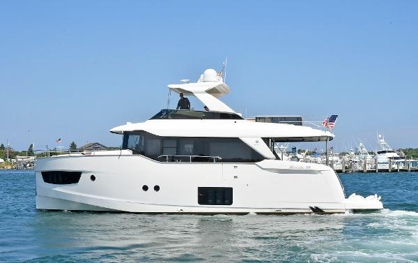 Absolute NAVETTA 58 Port Side