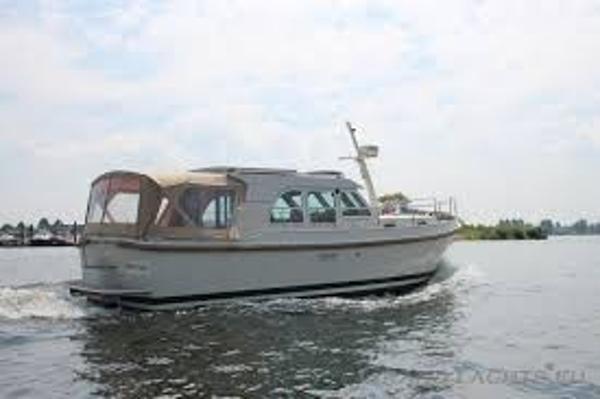 Linssen Grand Sturdy 29.9 Sedan Under way - similar vessel