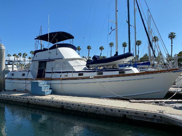 Gulfstar 43 Trawler Stb view