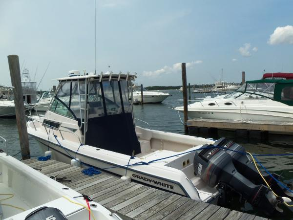 Grady-White 28 SAILFISH Profile