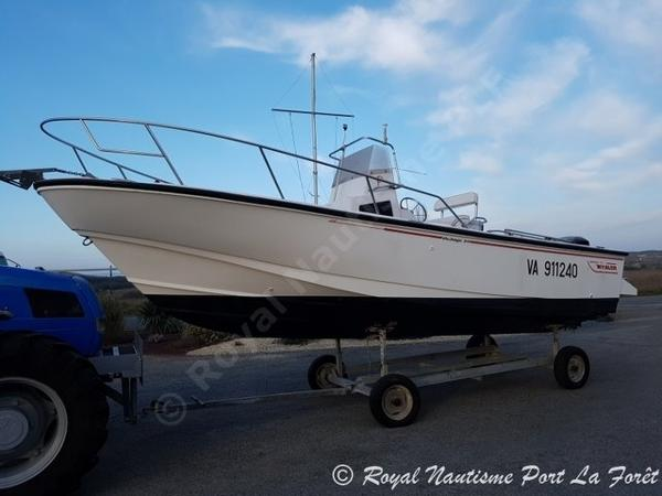 Boston Whaler 24 Outrage Boston Whaler 24 Outrage