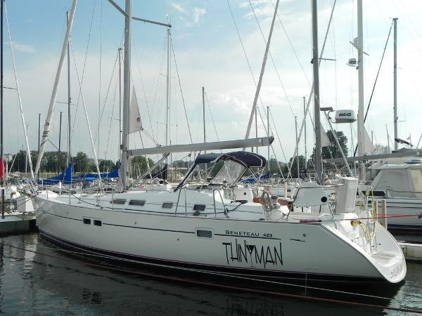 Beneteau America 423 port side