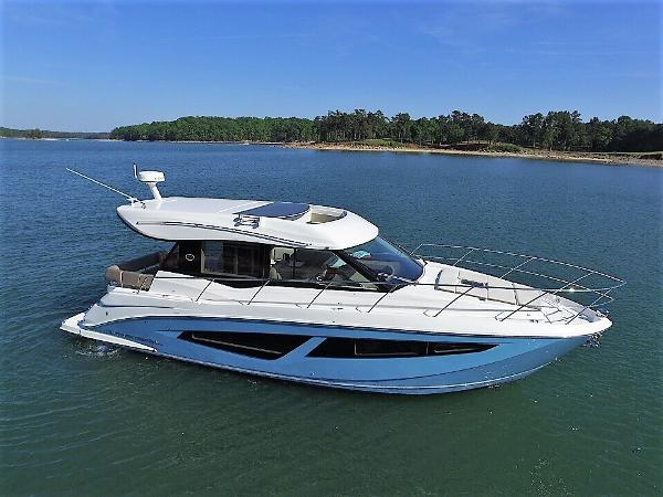 Regal 42 Grand Coupe Starboard profile