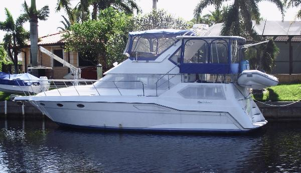 Cruisers Yachts AFT CABIN DIESELS 42' LOA