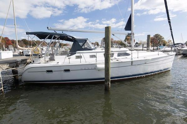 Hunter 41 Deck Salon Starboard Side