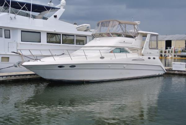 Sea Ray 420 Aft Cabin Dockside